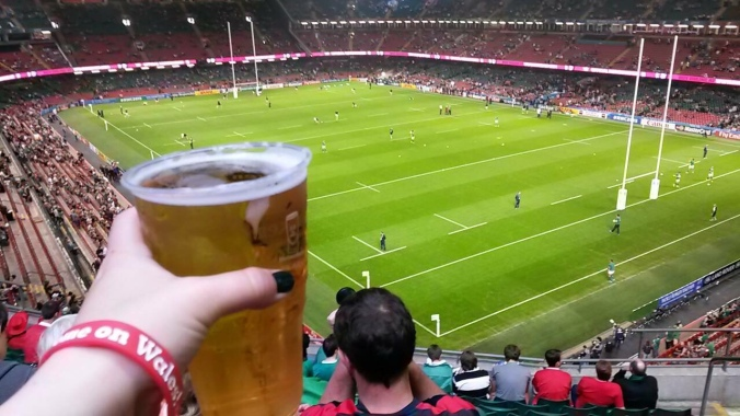 Rugby-areena, olut